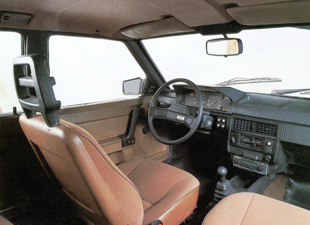 Салон автомобиля Москвич-2141