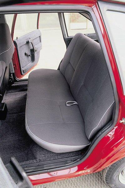 Салон автомобиля АЗЛК-2141, места для задних пассажиров